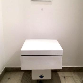 Duravit-Vero-WC-mit-verchromter-Geberit-Drückerplatte